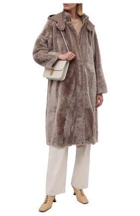 Женская шуба из овчины BRUNELLO CUCINELLI коричневого цвета, арт. MPMRA9722 | Фото 2 (Рукава: Длинные; Материал внешний: Натуральный мех; Длина (верхняя одежда): До колена; Стили: Кэжуэл)