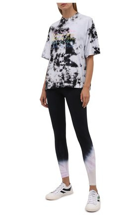 Женская хлопковая футболка ELECTRIC&ROSE черно-белого цвета, арт. LFTP24-L0VE IS L0VE | Фото 2 (Материал внешний: Хлопок; Длина (для топов): Стандартные; Рукава: Короткие; Стили: Спорт-шик; Женское Кросс-КТ: Футболка-одежда; Принт: С принтом)