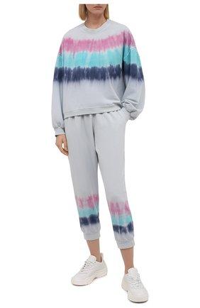 Женские хлопковые джоггеры ELECTRIC&ROSE светло-голубого цвета, арт. LFBT14-S0NIC | Фото 2 (Материал внешний: Хлопок; Женское Кросс-КТ: Джоггеры - брюки, Брюки-спорт; Стили: Спорт-шик; Силуэт Ж (брюки и джинсы): Джоггеры; Длина (брюки, джинсы): Укороченные)