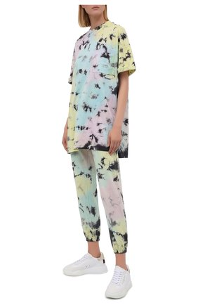 Женская хлопковая футболка ELECTRIC&ROSE разноцветного цвета, арт. LFJP05-ATLANTIS | Фото 2 (Рукава: Короткие; Материал внешний: Хлопок; Стили: Спорт-шик; Длина (для топов): Удлиненные; Принт: С принтом; Женское Кросс-КТ: Футболка-одежда)