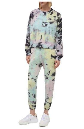 Женские хлопковые джоггеры ELECTRIC&ROSE разноцветного цвета, арт. LFBT08-ATLANTIS | Фото 2 (Материал внешний: Хлопок; Женское Кросс-КТ: Джоггеры - брюки, Брюки-спорт; Стили: Спорт-шик; Длина (брюки, джинсы): Укороченные; Силуэт Ж (брюки и джинсы): Джоггеры)