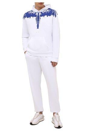 Мужской хлопковое худи MARCELO BURLON белого цвета, арт. CMBB007F21FLE004 | Фото 2 (Рукава: Длинные; Длина (для топов): Стандартные; Материал внешний: Хлопок; Мужское Кросс-КТ: Худи-одежда; Принт: Без принта; Стили: Спорт-шик)