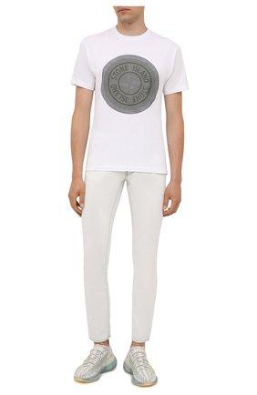 Мужские джинсы MARCELO BURLON белого цвета, арт. CMYA007F21DEN001 | Фото 2 (Длина (брюки, джинсы): Стандартные; Материал внешний: Хлопок; Силуэт М (брюки): Прямые; Стили: Кэжуэл; Кросс-КТ: Деним)