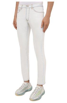 Мужские джинсы MARCELO BURLON белого цвета, арт. CMYA007F21DEN001 | Фото 3 (Силуэт М (брюки): Прямые; Кросс-КТ: Деним; Длина (брюки, джинсы): Стандартные; Материал внешний: Хлопок; Стили: Кэжуэл)