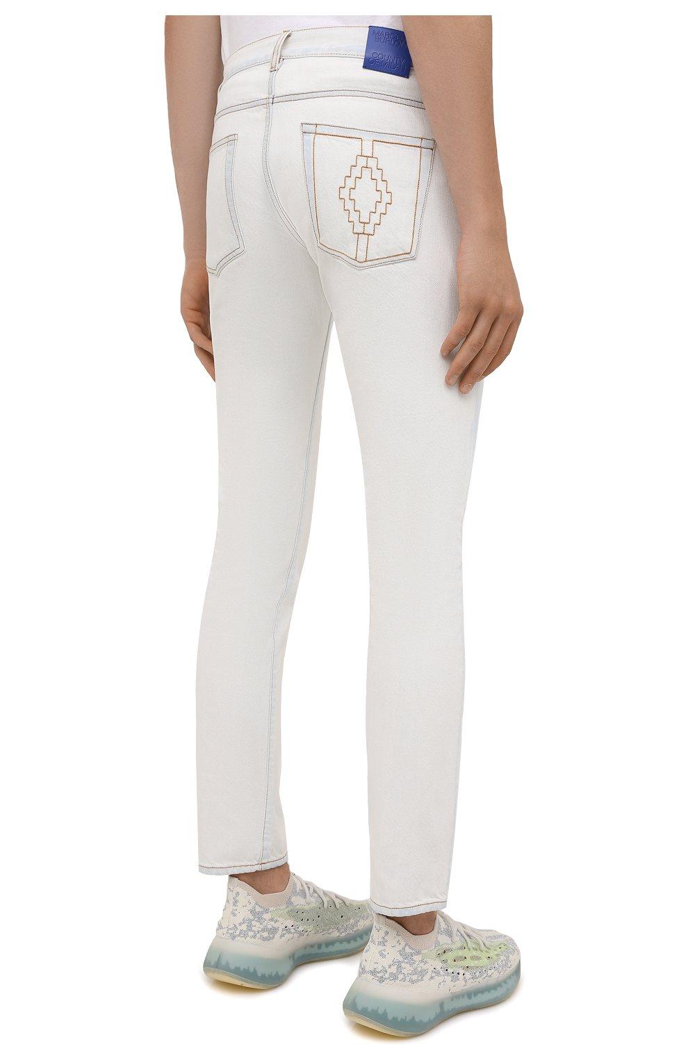 Мужские джинсы MARCELO BURLON белого цвета, арт. CMYA007F21DEN001 | Фото 4 (Силуэт М (брюки): Прямые; Кросс-КТ: Деним; Длина (брюки, джинсы): Стандартные; Материал внешний: Хлопок; Стили: Кэжуэл)