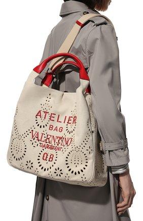 Женский сумка-шопер atelier medium VALENTINO бежевого цвета, арт. WW2B0J33/MNP | Фото 2 (Ремень/цепочка: На ремешке; Размер: medium; Материал: Текстиль; Сумки-технические: Сумки-шопперы)