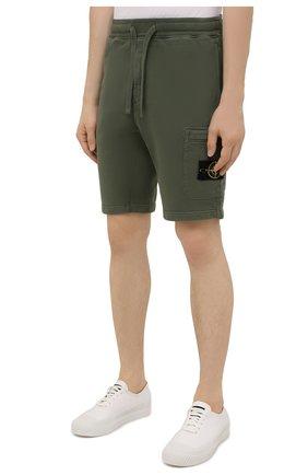 Мужские хлопковые шорты STONE ISLAND хаки цвета, арт. 751564620 | Фото 3 (Длина Шорты М: До колена; Принт: Без принта; Кросс-КТ: Трикотаж; Стили: Милитари; Материал внешний: Хлопок)