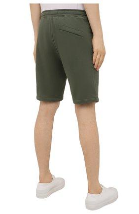 Мужские хлопковые шорты STONE ISLAND хаки цвета, арт. 751564620 | Фото 4 (Длина Шорты М: До колена; Принт: Без принта; Кросс-КТ: Трикотаж; Стили: Милитари; Материал внешний: Хлопок)