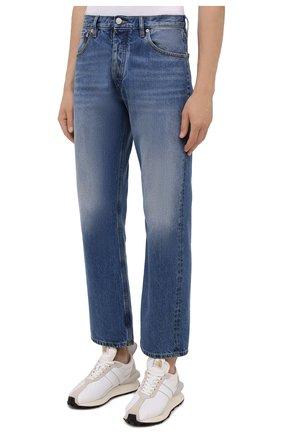 Мужские джинсы MAISON MARGIELA синего цвета, арт. S50LA0189/S30561 | Фото 3 (Силуэт М (брюки): Широкие; Кросс-КТ: Деним; Длина (брюки, джинсы): Стандартные; Материал внешний: Хлопок; Детали: Потертости; Стили: Минимализм)