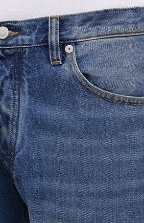 Мужские джинсы MAISON MARGIELA синего цвета, арт. S50LA0189/S30561 | Фото 5 (Силуэт М (брюки): Широкие; Кросс-КТ: Деним; Длина (брюки, джинсы): Стандартные; Материал внешний: Хлопок; Детали: Потертости; Стили: Минимализм)