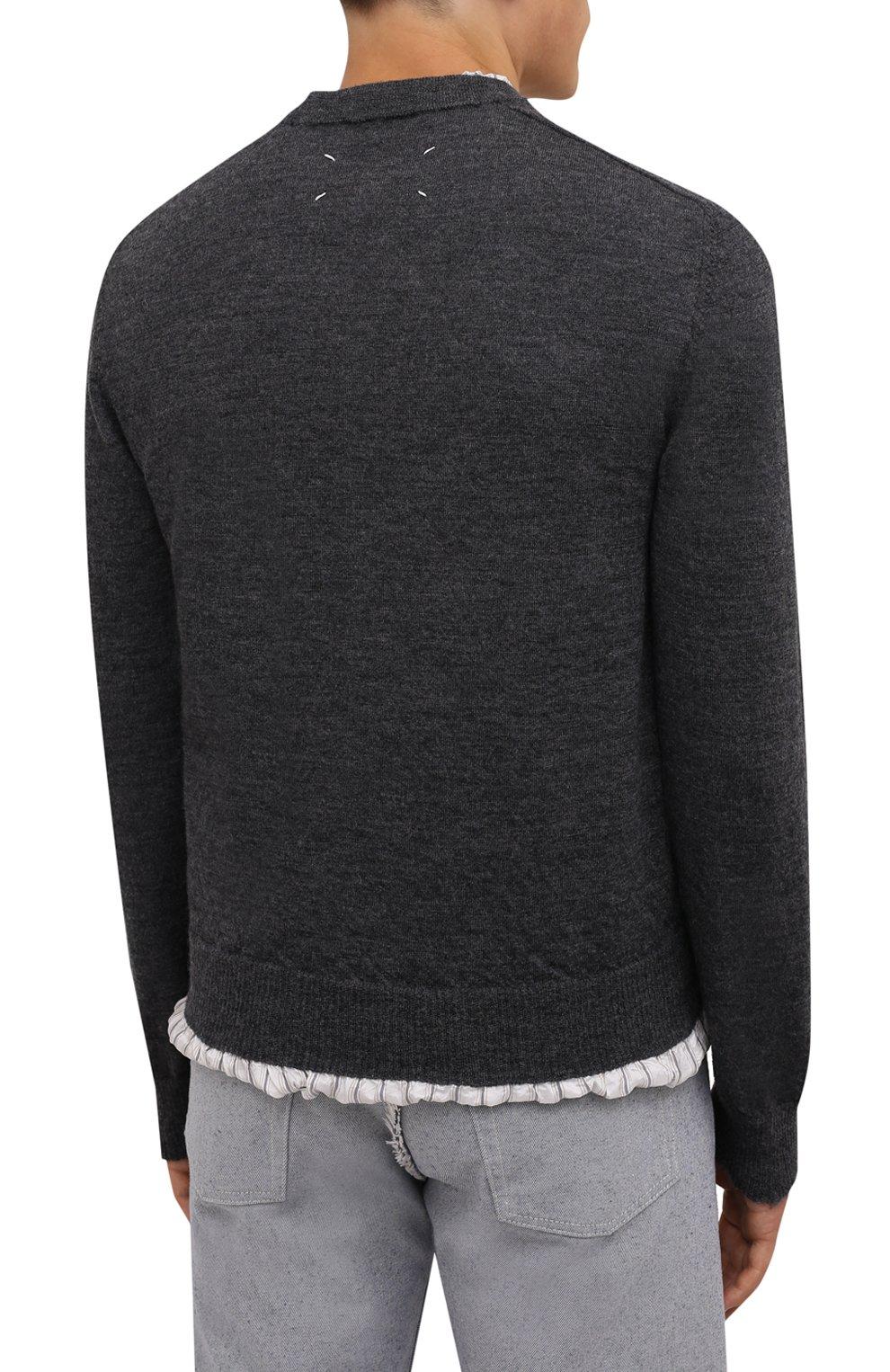 Мужской шерстяной свитер MAISON MARGIELA серого цвета, арт. S50HA1007/S17784   Фото 4 (Материал внешний: Шерсть; Рукава: Длинные; Принт: Без принта; Длина (для топов): Стандартные; Материал подклада: Синтетический материал, Вискоза; Мужское Кросс-КТ: Свитер-одежда; Стили: Минимализм)