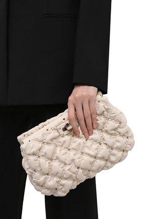 Женский клатч spikeme VALENTINO кремвого цвета, арт. WW2B0I22/MCW   Фото 2 (Размер: medium; Материал: Натуральная кожа; Ремень/цепочка: На ремешке; Женское Кросс-КТ: Вечерняя сумка, Клатч-клатчи)