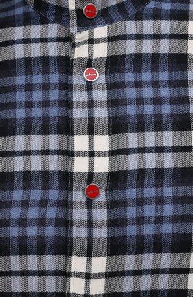 Мужская хлопковая рубашка KITON синего цвета, арт. UMCMARH0786907   Фото 5 (Принт: Клетка; Воротник: С капюшоном; Рукава: Длинные; Рубашки М: Regular Fit; Манжеты: На кнопках; Случай: Повседневный; Длина (для топов): Стандартные; Материал внешний: Хлопок; Стили: Кэжуэл)