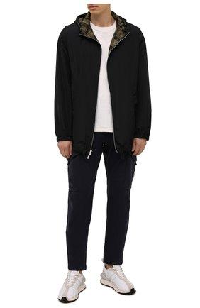 Мужские хлопковые брюки-карго C.P. COMPANY темно-синего цвета, арт. 11CMPA187A-005529G | Фото 2 (Материал внешний: Хлопок; Длина (брюки, джинсы): Стандартные; Случай: Повседневный; Силуэт М (брюки): Карго; Стили: Кэжуэл)