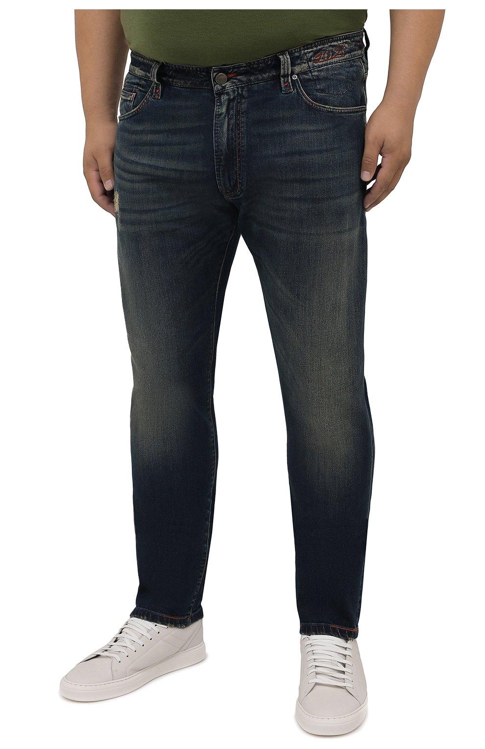Мужские джинсы CORTIGIANI синего цвета, арт. 213532/S409/0000/3020/60-70   Фото 3 (Big sizes: Big Sizes; Силуэт М (брюки): Прямые; Кросс-КТ: Деним; Длина (брюки, джинсы): Стандартные; Материал внешний: Хлопок; Детали: Потертости; Стили: Кэжуэл)