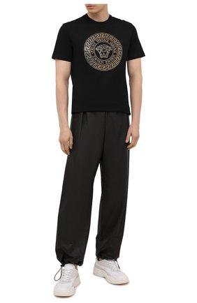 Мужская хлопковая футболка VERSACE черного цвета, арт. 1001619/1A01263 | Фото 2 (Материал внешний: Хлопок; Длина (для топов): Стандартные; Рукава: Короткие; Принт: С принтом; Стили: Гламурный)