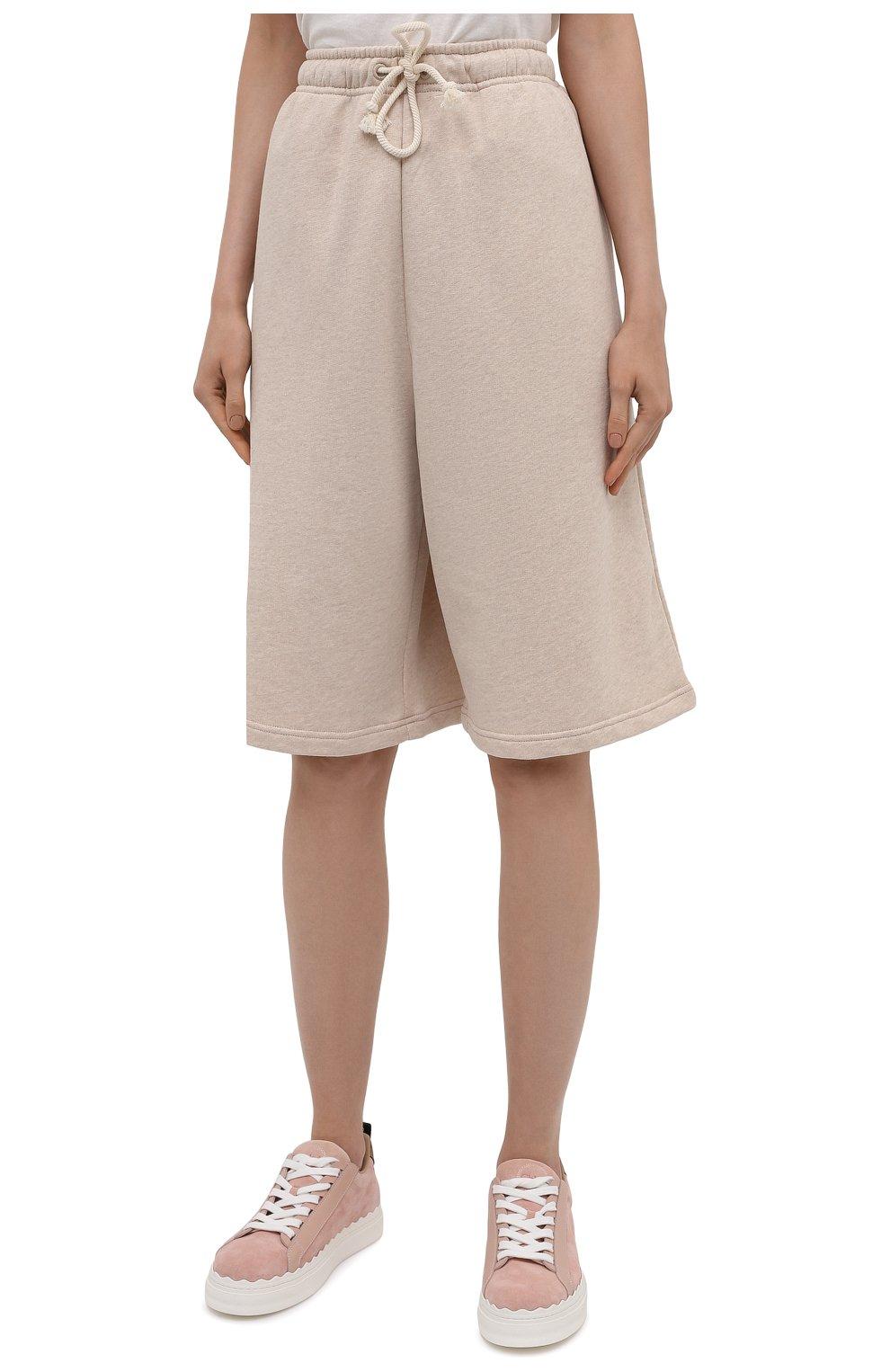 Женские хлопковые шорты ACNE STUDIOS светло-бежевого цвета, арт. CE0015/W | Фото 3 (Женское Кросс-КТ: Шорты-одежда; Кросс-КТ: Трикотаж; Материал внешний: Хлопок; Стили: Спорт-шик; Длина Ж (юбки, платья, шорты): Миди)