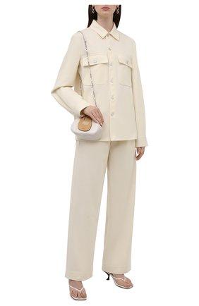 Женская шерстяная рубашка JIL SANDER кремвого цвета, арт. JPPT600105-WT212500 | Фото 2 (Материал подклада: Вискоза; Рукава: Длинные; Материал внешний: Шерсть; Длина (для топов): Удлиненные; Стили: Минимализм; Принт: Без принта; Женское Кросс-КТ: Рубашка-одежда)