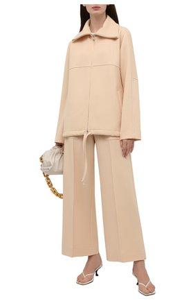 Женские шерстяные брюки JIL SANDER светло-бежевого цвета, арт. JSPT311203-WT201100 | Фото 2 (Длина (брюки, джинсы): Стандартные; Материал внешний: Шерсть; Стили: Минимализм; Женское Кросс-КТ: Брюки-одежда; Силуэт Ж (брюки и джинсы): Широкие)
