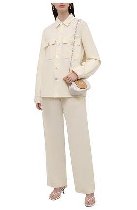 Женские шерстяные брюки JIL SANDER кремвого цвета, арт. JPPT311305-WT212500 | Фото 2 (Длина (брюки, джинсы): Стандартные; Материал внешний: Шерсть; Силуэт Ж (брюки и джинсы): Широкие; Женское Кросс-КТ: Брюки-одежда; Стили: Минимализм)