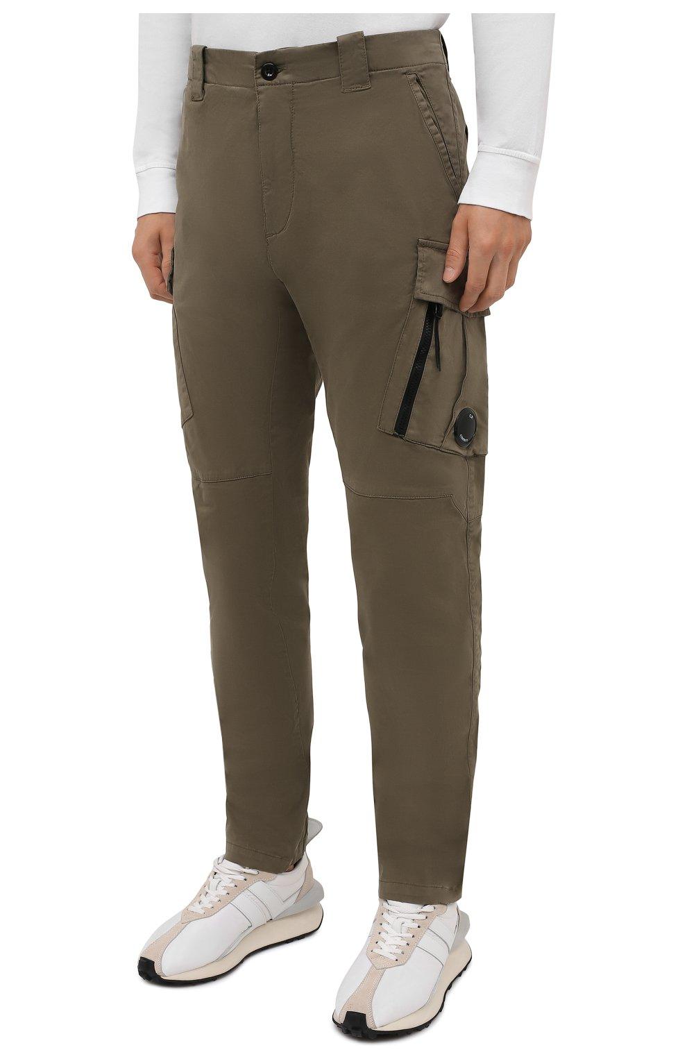Мужские хлопковые брюки-карго C.P. COMPANY хаки цвета, арт. 11CMPA226A-005529G | Фото 3 (Силуэт М (брюки): Карго; Длина (брюки, джинсы): Стандартные; Случай: Повседневный; Стили: Милитари; Материал внешний: Хлопок)