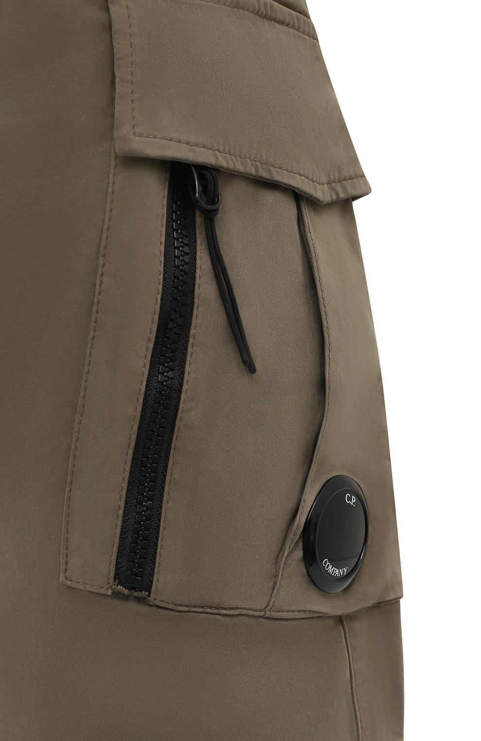 Мужские хлопковые брюки-карго C.P. COMPANY хаки цвета, арт. 11CMPA226A-005529G | Фото 5 (Силуэт М (брюки): Карго; Длина (брюки, джинсы): Стандартные; Случай: Повседневный; Стили: Милитари; Материал внешний: Хлопок)