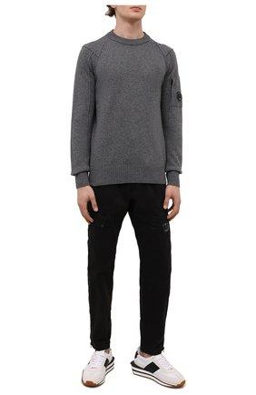 Мужские хлопковые брюки-карго C.P. COMPANY черного цвета, арт. 11CMPA191A-005529G | Фото 2 (Материал внешний: Хлопок; Длина (брюки, джинсы): Стандартные; Силуэт М (брюки): Карго; Случай: Повседневный; Стили: Гранж)