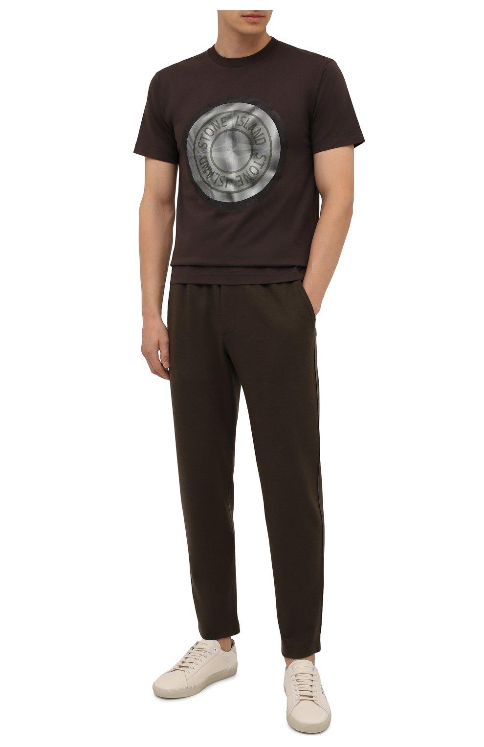Мужская хлопковая футболка STONE ISLAND темно-коричневого цвета, арт. 75152NS89   Фото 2 (Рукава: Короткие; Длина (для топов): Стандартные; Принт: С принтом; Материал внешний: Хлопок; Стили: Кэжуэл)