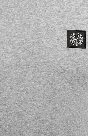 Мужская хлопковая футболка STONE ISLAND светло-серого цвета, арт. 751524113 | Фото 5 (Принт: Без принта; Рукава: Короткие; Длина (для топов): Стандартные; Материал внешний: Хлопок; Стили: Кэжуэл)