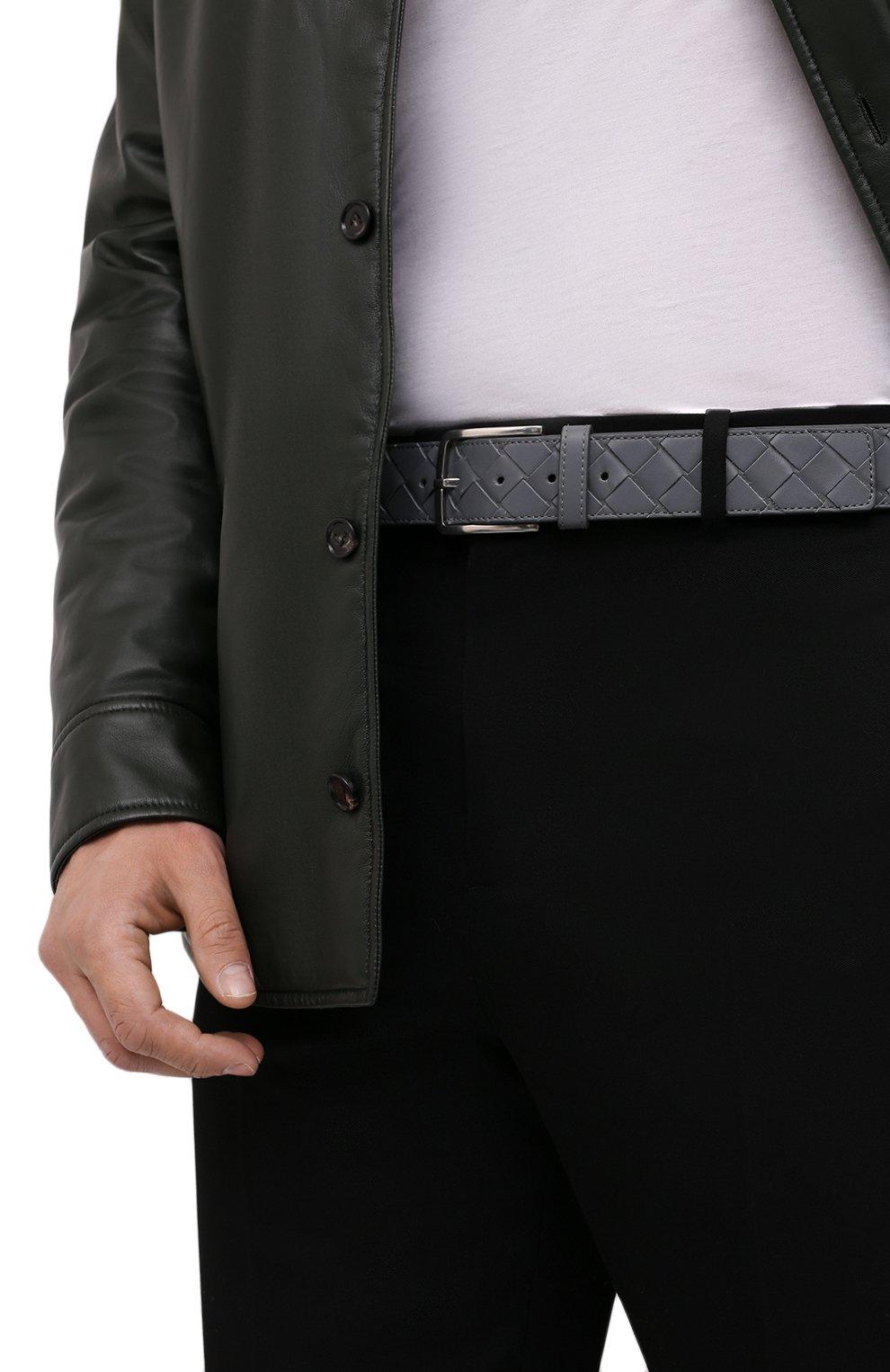 Мужской кожаный ремень BOTTEGA VENETA серого цвета, арт. 609182/VCPQ3 | Фото 2 (Случай: Повседневный)