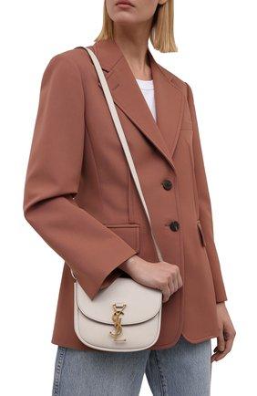Женская сумка kaia small SAINT LAURENT кремвого цвета, арт. 619740/BWR0W | Фото 2 (Материал: Натуральная кожа; Сумки-технические: Сумки через плечо; Ремень/цепочка: На ремешке; Размер: small)