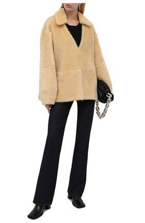 Женская шуба из овчины JIL SANDER бежевого цвета, арт. JSPT656071-WTL08010 | Фото 2 (Рукава: Длинные; Длина (верхняя одежда): Короткие; Материал внешний: Натуральный мех; Стили: Гламурный; Женское Кросс-КТ: Мех)