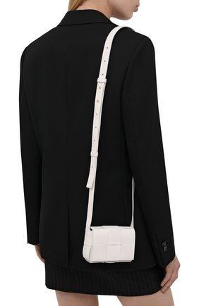 Женская сумка candy cassette BOTTEGA VENETA белого цвета, арт. 666688/VMAY1 | Фото 2 (Размер: mini; Ремень/цепочка: На ремешке; Материал: Натуральная кожа; Сумки-технические: Сумки через плечо)