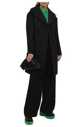 Женское двубортное пальто BOTTEGA VENETA черного цвета, арт. 663721/VF4A0   Фото 2 (Длина (верхняя одежда): До колена; Рукава: Длинные; Материал подклада: Вискоза; Материал внешний: Синтетический материал; Стили: Гламурный; 1-2-бортные: Двубортные)