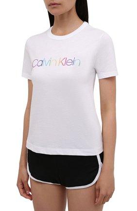 Женская хлопковая пижама CALVIN KLEIN черно-белого цвета, арт. QS6672E | Фото 2 (Длина Ж (юбки, платья, шорты): Мини; Длина (для топов): Стандартные; Материал внешний: Хлопок; Стили: Кэжуэл)