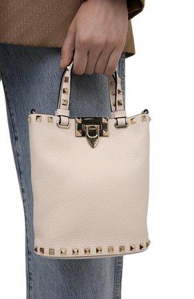 Женская сумка rockstud VALENTINO кремвого цвета, арт. WW2P0W31/VSH   Фото 2 (Материал: Натуральная кожа; Размер: small, mini; Сумки-технические: Сумки top-handle; Ремень/цепочка: На ремешке)