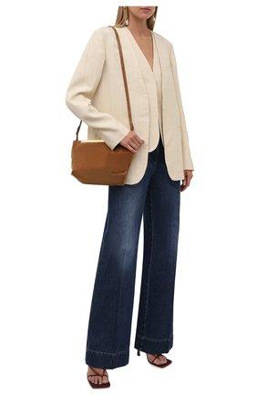 Женские джинсы VICTORIA BECKHAM синего цвета, арт. 1521DJE002909A | Фото 2