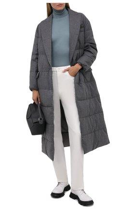 Женский пуховое пальто BRUNELLO CUCINELLI серого цвета, арт. MT2269388 | Фото 2 (Длина (верхняя одежда): Длинные; Рукава: Длинные; Материал внешний: Шерсть; Материал утеплителя: Пух и перо; Материал подклада: Синтетический материал; Кросс-КТ: Пуховик; Стили: Кэжуэл)