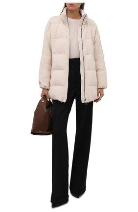 Женская пуховая куртка BRUNELLO CUCINELLI кремвого цвета, арт. M012T2780 | Фото 2 (Материал внешний: Кашемир, Шерсть; Длина (верхняя одежда): До середины бедра; Материал утеплителя: Пух и перо; Рукава: Длинные; Материал подклада: Синтетический материал; Кросс-КТ: Куртка; Женское Кросс-КТ: Пуховик-куртка; Стили: Кэжуэл)
