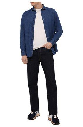 Мужская джинсовая рубашка ERMENEGILDO ZEGNA синего цвета, арт. UYX11/SRF5 | Фото 2 (Материал внешний: Хлопок; Случай: Повседневный; Принт: Однотонные; Кросс-КТ: Деним; Воротник: Акула; Рукава: Длинные; Стили: Кэжуэл; Манжеты: На пуговицах; Длина (для топов): Стандартные)