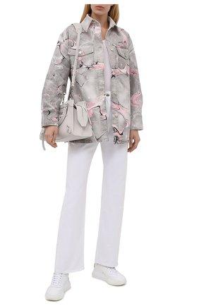 Женская джинсовая рубашка STELLA MCCARTNEY светло-серого цвета, арт. 602921/S0H44 | Фото 2 (Длина (для топов): Удлиненные; Материал внешний: Хлопок; Рукава: Длинные; Стили: Кэжуэл; Кросс-КТ: Деним; Принт: С принтом; Женское Кросс-КТ: Рубашка-одежда)