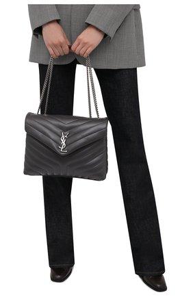 Женская сумка monogram loulou medium SAINT LAURENT темно-серого цвета, арт. 574946/DV726 | Фото 2 (Материал: Натуральная кожа; Размер: medium; Сумки-технические: Сумки через плечо; Ремень/цепочка: На ремешке)