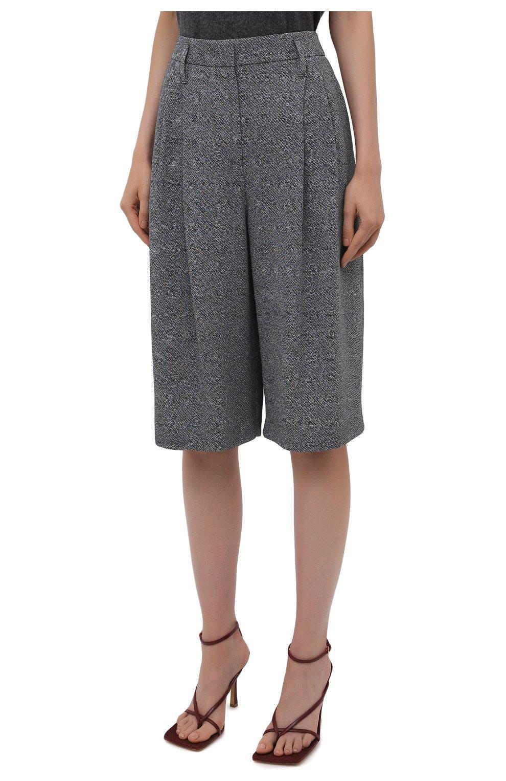 Женские шорты-бермуды GIORGIO ARMANI серого цвета, арт. 1WHPP0IJ/T02N1   Фото 3 (Женское Кросс-КТ: Шорты-одежда; Материал внешний: Синтетический материал, Вискоза; Кросс-КТ: Широкие; Длина Ж (юбки, платья, шорты): Миди; Стили: Кэжуэл)