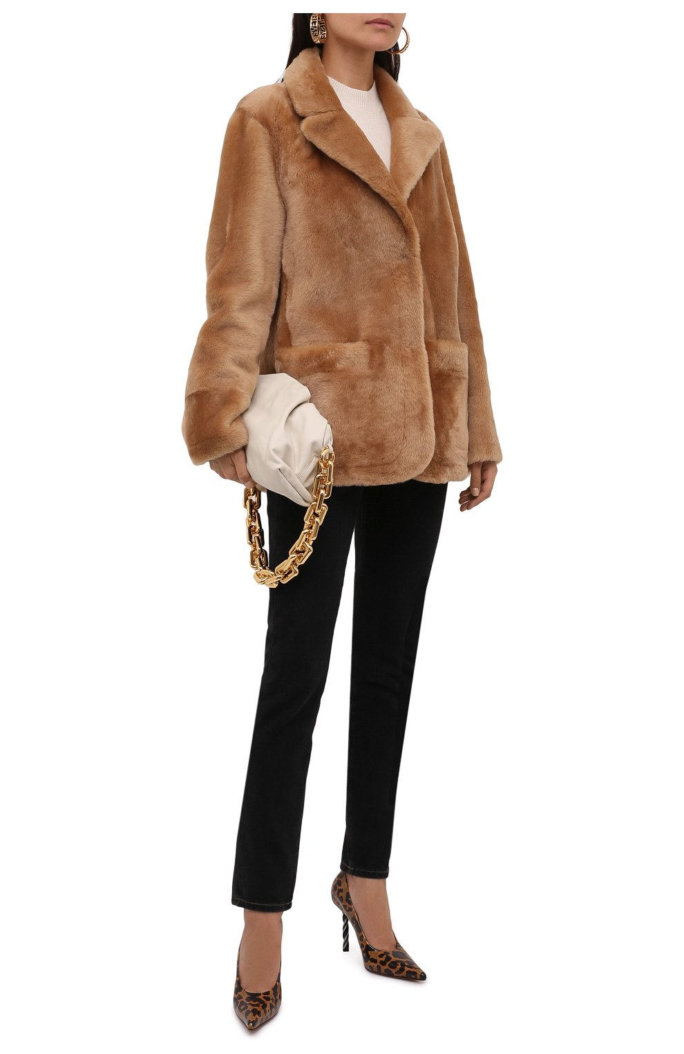 Женская шуба из овчины DROME бежевого цвета, арт. DPD3146P/D109P | Фото 2 (Женское Кросс-КТ: Мех; Рукава: Длинные; Материал внешний: Натуральный мех; Длина (верхняя одежда): Короткие; Стили: Кэжуэл)