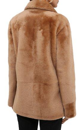 Женская шуба из овчины DROME бежевого цвета, арт. DPD3146P/D109P | Фото 4 (Женское Кросс-КТ: Мех; Рукава: Длинные; Материал внешний: Натуральный мех; Длина (верхняя одежда): Короткие; Стили: Кэжуэл)