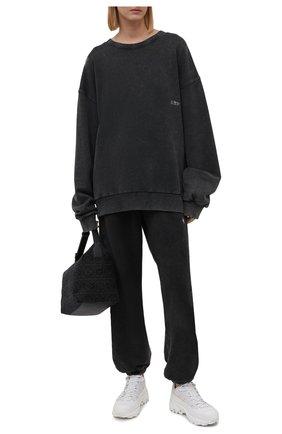 Женские хлопковые джоггеры DANIILBERG серого цвета, арт. DBFW2017 | Фото 2 (Материал внешний: Хлопок; Длина (брюки, джинсы): Стандартные; Женское Кросс-КТ: Джоггеры - брюки, Брюки-спорт; Силуэт Ж (брюки и джинсы): Джоггеры; Стили: Спорт-шик)