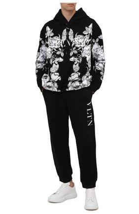 Мужские хлопковые джоггеры VALENTINO черного цвета, арт. WV3MD03A7CW | Фото 2