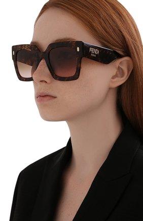 Женские солнцезащитные очки FENDI коричневого цвета, арт. 0457/G 2VM   Фото 2
