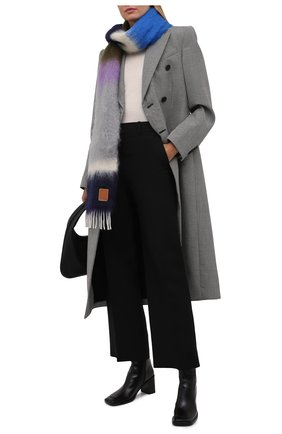 Женский шарф LOEWE серого цвета, арт. F526487X07 | Фото 2