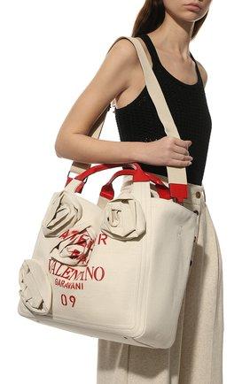 Женский сумка-шопер atelier 09 medium VALENTINO бежевого цвета, арт. WW2B0J35/JUX | Фото 2 (Размер: medium; Материал: Текстиль; Ремень/цепочка: На ремешке; Сумки-технические: Сумки-шопперы)